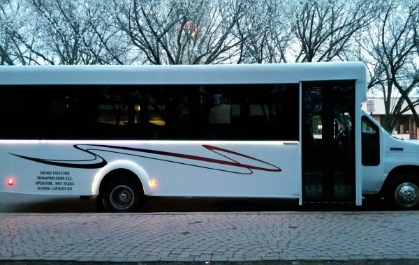 22 Passenger Luxury Coach – 604