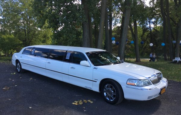 8 Passenger Stretch Lincoln – 303
